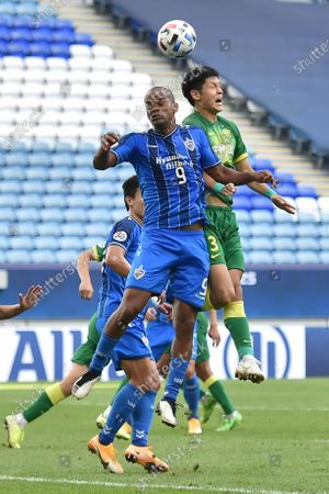 Junior Negrao (L) of Ulsan in action against Renato Augusto (R) of Beijing during the AFC Champions League Quarter Finals match between Ulsan Hyundai FC and Beijing FC at the Al-Janoub Stadium in Al-Wakrah, Qatar, 10 December 2020.
