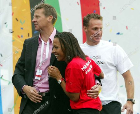 Steve Cram Dame Kelly Holmes And Danny Crates Celebrate In Trafalgar Square London Wc2 As The International Olympic Committee Announced That London Had Won Their Bid To Host The 2012 Olympic Games.
