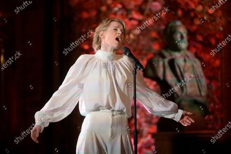 Edda Magnason sings Edit Piaf, Hymne à l'amour, when SVT pre-records the music for the Nobel Prize ceremony