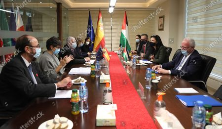 Spanish Foreign Minister Arancha Gonzalez Laya (L ) and Palestinian Foreign Minister Riyad Al-Maliki (R) during  their meeting in the West Bank city of Ramallah, 10 December 2020.