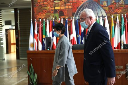 Spanish Foreign Minister Arancha Gonzalez Laya (L ) and Palestinian Foreign Minister Riyad Al-Maliki (R) before their meeting in the West Bank city of Ramallah, 10 December 2020.