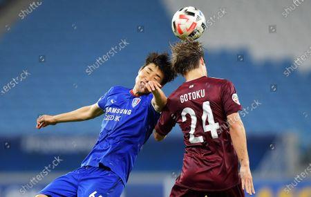 Gotoku Sakai (R) of Vissel in action against Han Suk-Jong of Suwon during the AFC Champions League quarter final match between Vissel Kobe and Suwon Samsung Bluewings at the Al Janoub Stadium in Al Wakrah, Qatar, 10 December 2020.