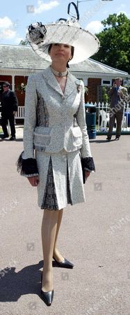 2004 Royal Ascot Ladies Day Picture Shows Emma Fellowes Wearing A Suit And Matching Hat By Tomasz Starzewski.