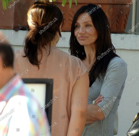 Editorial picture of EXCLUSIVE: Cameron Diaz with sweat stains meets friends for lunch in Beverly Hills, Ca, California, USA - 26 Oct 2006
