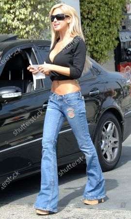 Exclusive - Shauna Sands has her car checked out while at a gas station in Beverly Hills, Ca the Playboy model and former wife of actor Lorenzo Lamas was alos displaying a very wrinkled midsection