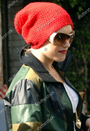 Gwen Stefani looking fashionable as always and her husband Gavin Rossdale head to their car with young son Kingston James MacGregor after having lunch at the trendy Ivy restaurant in Beverly Hills, Ca