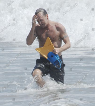 Keifer Sutherland of the hit television show 24 enjoys the waves in Malibu, Ca over the Labor Day Weekend