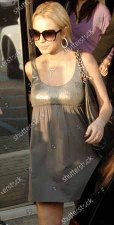 Lindsay Lohan leaves a Jewelers in Beverly Hills, ca where she spent over 2 hours before then heading off to Chris McMillan hair salon to get her hair done