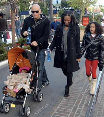 Mel B aka Scary Spice of the Spice Girls along with her husband Stephen Belafonte and her 2 daughters Phoenix Chi and Angel Iris Murphy Brown as they shop at the Grove shopping center in Los Angeles, Ca