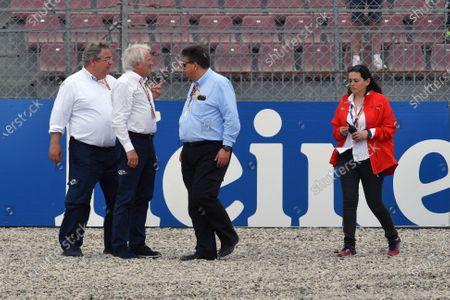 Martin Whitmarsh (GBR) at the scene of the Brendon Hartley (NZL) Scuderia Toro Rosso STR13 accident