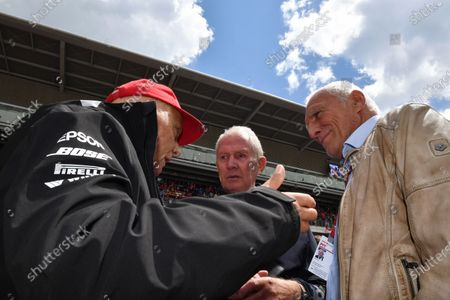 Niki Lauda (AUT) Mercedes AMG F1 Non-Executive Chairman, Dr Helmut Marko (AUT) Red Bull Motorsport Consultant nd Dietrich Mateschitz (AUT) CEO and Founder of Red Bull on the grid