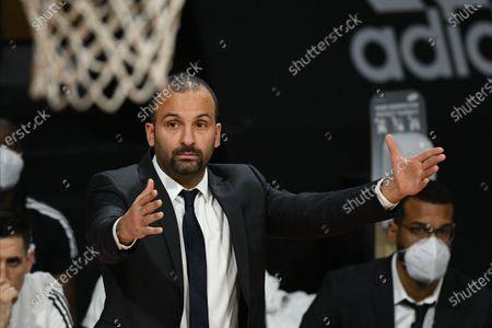 Stock Image of Villeurbanne's head coach TJ Parker in action during the Euroleague basketball match between Bayern Munich and Asvel Villeurbanne in Munich, Germany, 11 December 2020.