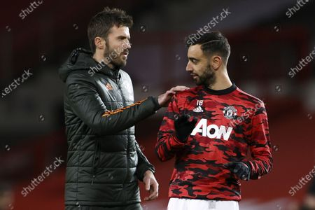 Manchester United's assistant manager Michael Carrick (L) gives instructions to Bruno Fernandes (R) prior to the English Premier League soccer match between Manchester United and Manchester City in Manchester, Britain, 12 December 2020.