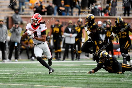 Georgia running back James Cook (4) catches a 37-yard pass for a touchdown during the first half of an NCAA college football game against Missouri, in Columbia, Mo