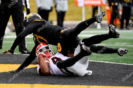 Stock Picture of Georgia running back James Cook (4) scores as Missouri defensive back Jaylon Carlies defends during the first half of an NCAA college football game, in Columbia, Mo