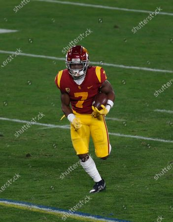 USC Trojans tailback Stephen Carr (7) carries the ball during the NCAA football game between the USC Trojans and the UCLA Bruins at the Rose Bowl in Pasadena, California. Mandatory Photo Credit : Charles Baus/CSM