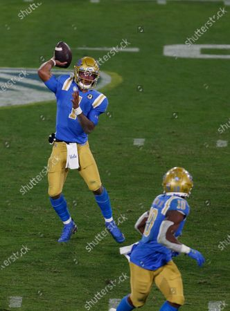 UCLA Bruins quarterback Dorian Thompson-Robinson (1) throws a pass during the NCAA football game between the USC Trojans and the UCLA Bruins at the Rose Bowl in Pasadena, California. Mandatory Photo Credit : Charles Baus/CSM