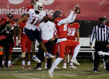 New Mexico's Tyson Dyer (96) grabs an onside kick attempt over Fresno State's Josh Kelly (11) during the second half of an NCAA college football game, in Las Vegas
