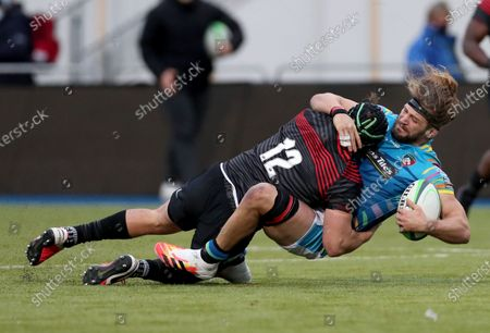 Harry Sloan of Saracens tackles Luke Wallace of Leicester