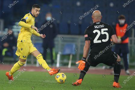 M.Zaccagni (Verona), Pepe Reina (Lazio) in action