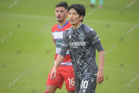 Kevin Sessa (1.FC Heidenheim #16) and Genki Haraguchi (Hannover 96 #10)