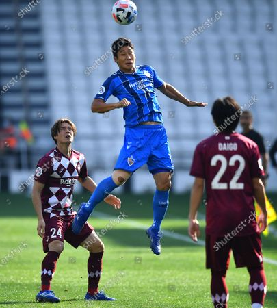Jo So-Huk (Up) of Ulsan in action against Gotoku Sakai (L) of Vissel Kobe during the AFC Champions League semi final match between Ulsan Hyundai FC and Vissel Kobe at the Jassim Bin Hamad Stadium in Doha, Qatar, 13 December 2020.