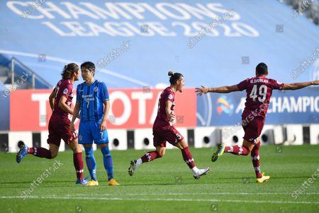 Hotaru Yamaguchi (2R) of Vissel Kobe celebrate with teammates after scoring the 1-0 lead during the AFC Champions League semi final match between Ulsan Hyundai FC and Vissel Kobe at the Jassim Bin Hamad Stadium in Doha, Qatar, 13 December 2020.