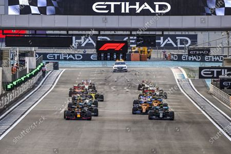 Max Verstappen, Red Bull Racing RB16 leads Valtteri Bottas, Mercedes F1 W11 EQ Performance and Lewis Hamilton, Mercedes F1 W11 EQ Performance at the start of the race during the 2020 Formula One Abu Dhabi Grand Prix