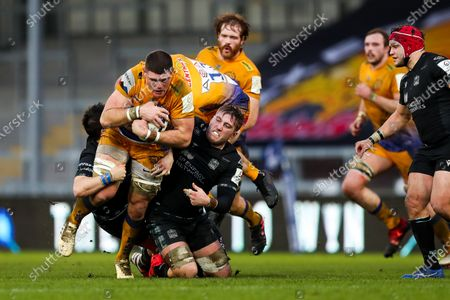 Dave Ewers of Exeter Chiefs is tackled by Samuel Johnson of Glasgow Warriors