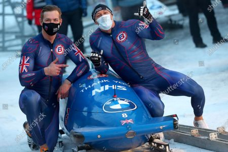 Brad Hall und Greg Cackett of Britain pose after the two men's Bobsled World Cup race in Igls, near Innsbruck, Austria