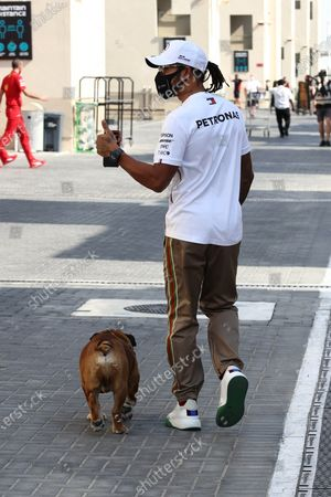 Lewis Hamilton, Mercedes-AMG Petronas F1, with his dog during the 2020 Formula One Abu Dhabi Grand Prix
