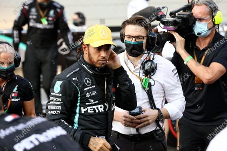 Lewis Hamilton, Mercedes-AMG Petronas F1, and Andrew Shovlin, Chief Race Engineer, Mercedes AMG during the 2020 Formula One Abu Dhabi Grand Prix