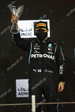 Valtteri Bottas, Mercedes-AMG Petronas F1, 2nd position, with his trophy during the 2020 Formula One Abu Dhabi Grand Prix