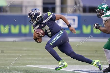 Seattle Seahawks quarterback Geno Smith scrambles against the New York Jets during the second half of an NFL football game, in Seattle