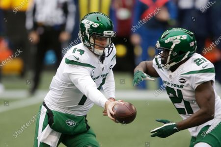 New York Jets quarterback Sam Darnold (14) hands off to running back Frank Gore during the first half of an NFL football game, in Seattle
