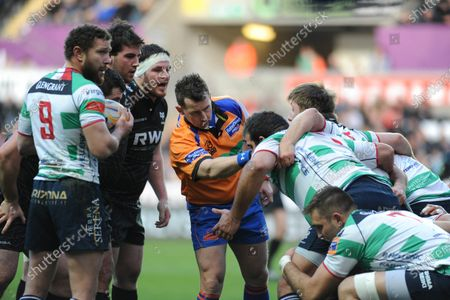 File pic of referee Nigel Owens who has announced his retirement from international rugby after being ref for 100 tests.RaboDirect Pro 12 - Ospreys v Benetton Treviso - Swansea - 16th February 2014 : Referee Nigel Owens speaking to the players.