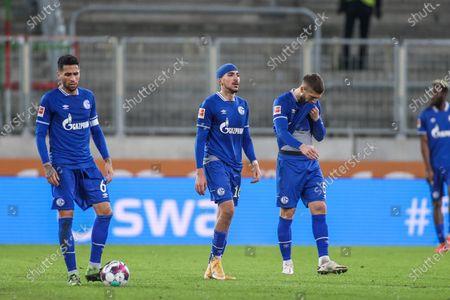 enttaeuschung bei v. l. Omar Mascarell (FC Schalke 04), Nassim Boujellab (FC Schalke 04), Matija Nastasic (FC Schalke 04)