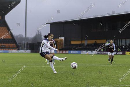 Alex Morgan scores