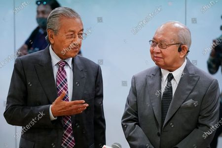 Malaysia's former Prime Minister Mahathir Mohamad, left, and politician Tengku Razaleigh Hamzah talk after a press conference in Kuala Lumpur, Malaysia, on . Mahathir said the current government may fall if lawmakers reject the proposed 2021 national budget in the final vote in Parliament on Tuesday