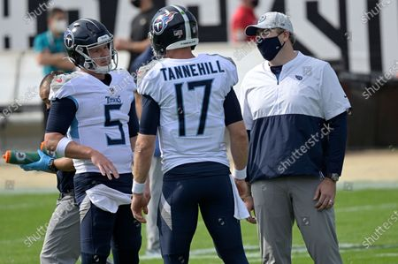 Tennessee Titans offensive coordinator Arthur Smith, right, talks with quarterback Ryan Tannehill (17) and quarterback Logan Woodside (5) during warmups before an NFL football game against the Jacksonville Jaguars, in Jacksonville, Fla
