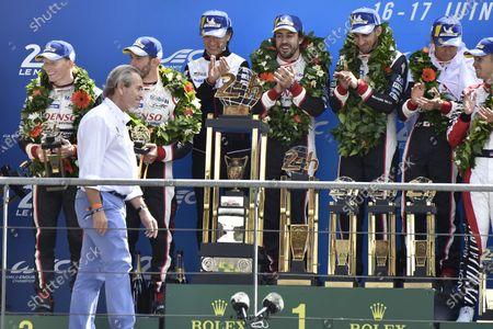 Jacky Ickx, #8 Toyota Gazoo Racing Toyota TS050: Sébastien Buemi, Kazuki Nakajima, Fernando Alonso, podium