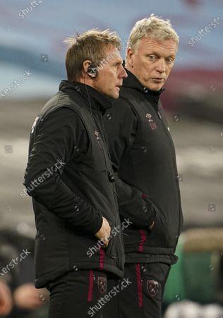 West Ham manager David Moyes talks to Stuart Pearce