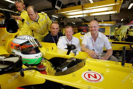Alex Shnaider (RUS) Jordan Team Owner with Ice Hockey players, with Tie Domi(left) and Mats Sudan (right) from the Toronto Maple Leafs. Formula One World Championship, Rd5, Spanish Grand Prix, Race Day, Barcelona, Spain, 8 May 2005. DIGITAL IMAGE  BEST IMAGE