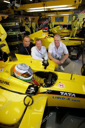 Alex Shnaider (RUS) Jordan Team Owner with Ice Hockey players, with Tie Domi (left)and Mats Sudan (right) from the Toronto Maple Leafs.  Formula One World Championship, Rd5, Spanish Grand Prix, Race Day, Barcelona, Spain, 8 May 2005. DIGITAL IMAGE