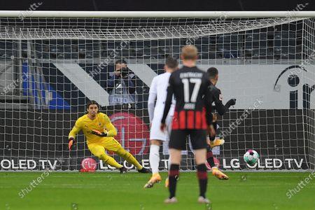 Andre Silva (R) of Eintracht Frankfurt scores his side's first goal from the penalty spot during the German Bundesliga soccer match between Eintracht Frankfurt and Borussia Moenchengladbach at Deutsche Bank Park in Frankfurt am Main, Germany, 15 December 2020.