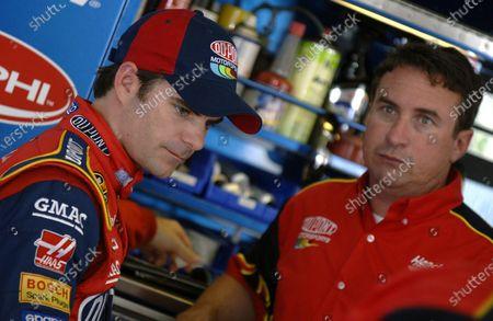 Jeff Gordon (USA) and crew chief Robby Loomis (USA). NASCAR Nextel Cup Series, Rd14, Pocono, Pennsylvania, USA, 11-12 June 2005. DIGITAL IMAGE
