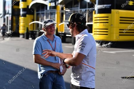 Jacques Villeneuve (CDN) Sky Italia and Fernando Alonso (ESP) McLaren