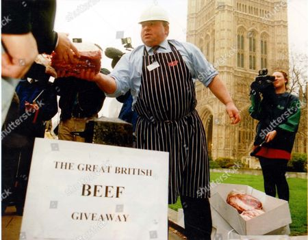 Demonstrations - 1996 The Beef Crisis Turned Into The Great Give Away Outside Parliament Yesterday. Exporter Martin Richardson Said His Sector Of The Industry Had Been Overlooked And Queues Formed In The Rain As He Handed Out A10 000 Worth Of Prime Scottish Steak In Protest At Lack Of Government Help. The Meat Traders' Associatoin Estimates A35 Million Of Beef Is Impounded Round The World. Picture Desk ** Pkt5982-442186