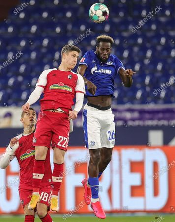 Freiburg's Roland Sallai (C) in action against Schalke's Salif Sane (R) during the Bundesliga match FC Schalke 04 and SC Freiburg in Gelsenkirchen, Germany, 16 December 2020.