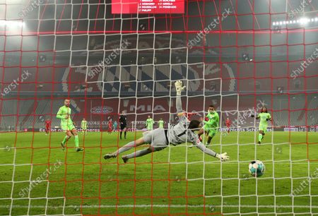 Robert Lewandowski of Bayern Munich scores their team's second goal past Koen Casteels of VfL Wolfsburg during the Bundesliga match between FC Bayern Muenchen and VfL Wolfsburg at Allianz Arena in Munich, Germany, 16 December 2020.